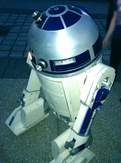 a working replica of the R2D2 robot