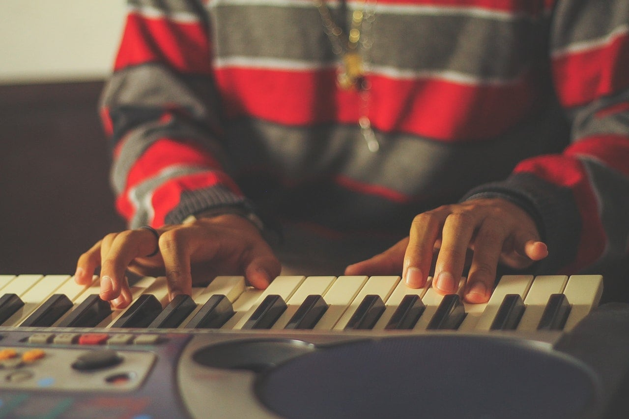 Here are 7 easy popular songs to play on the piano