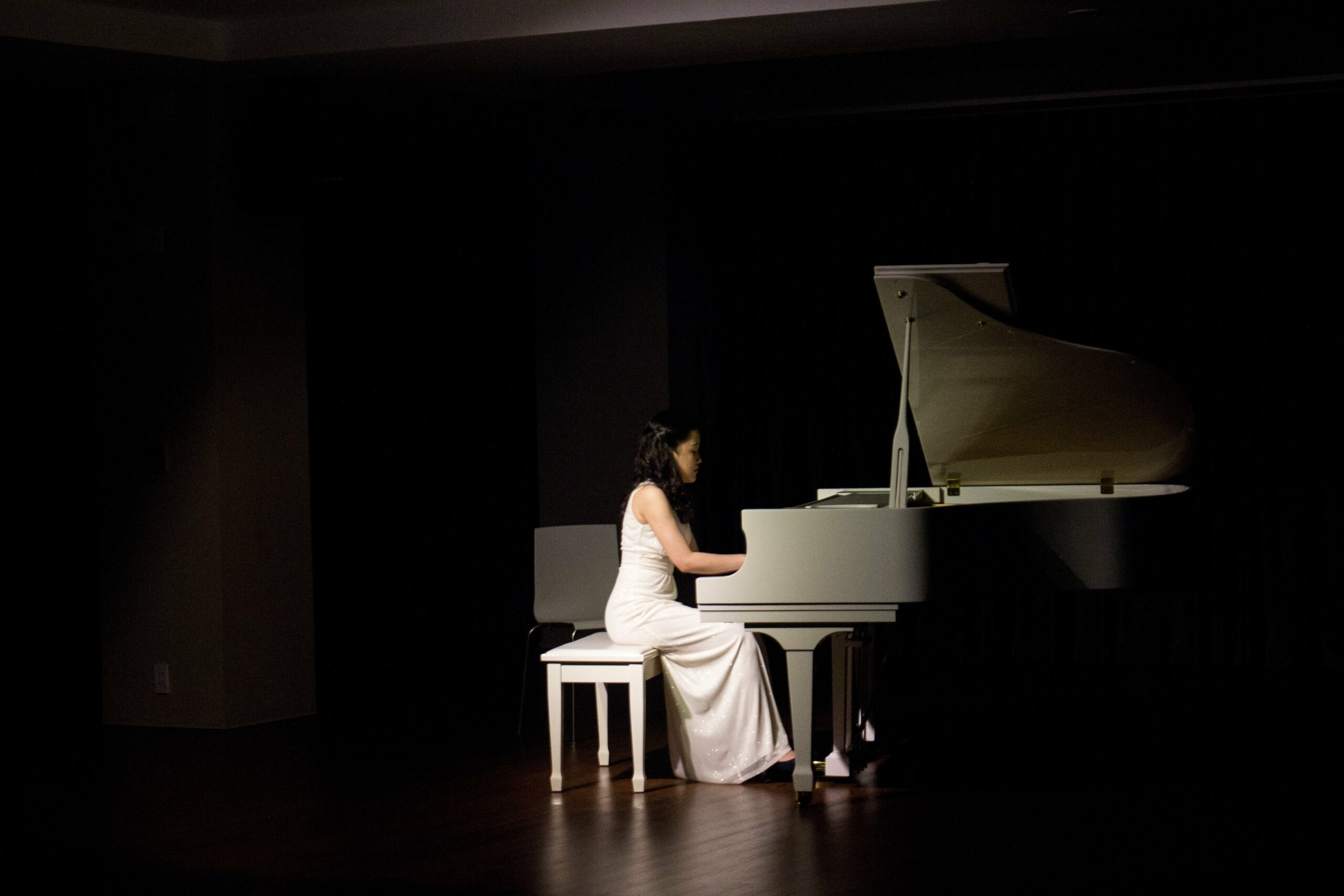 famous piano players - female popstars edition