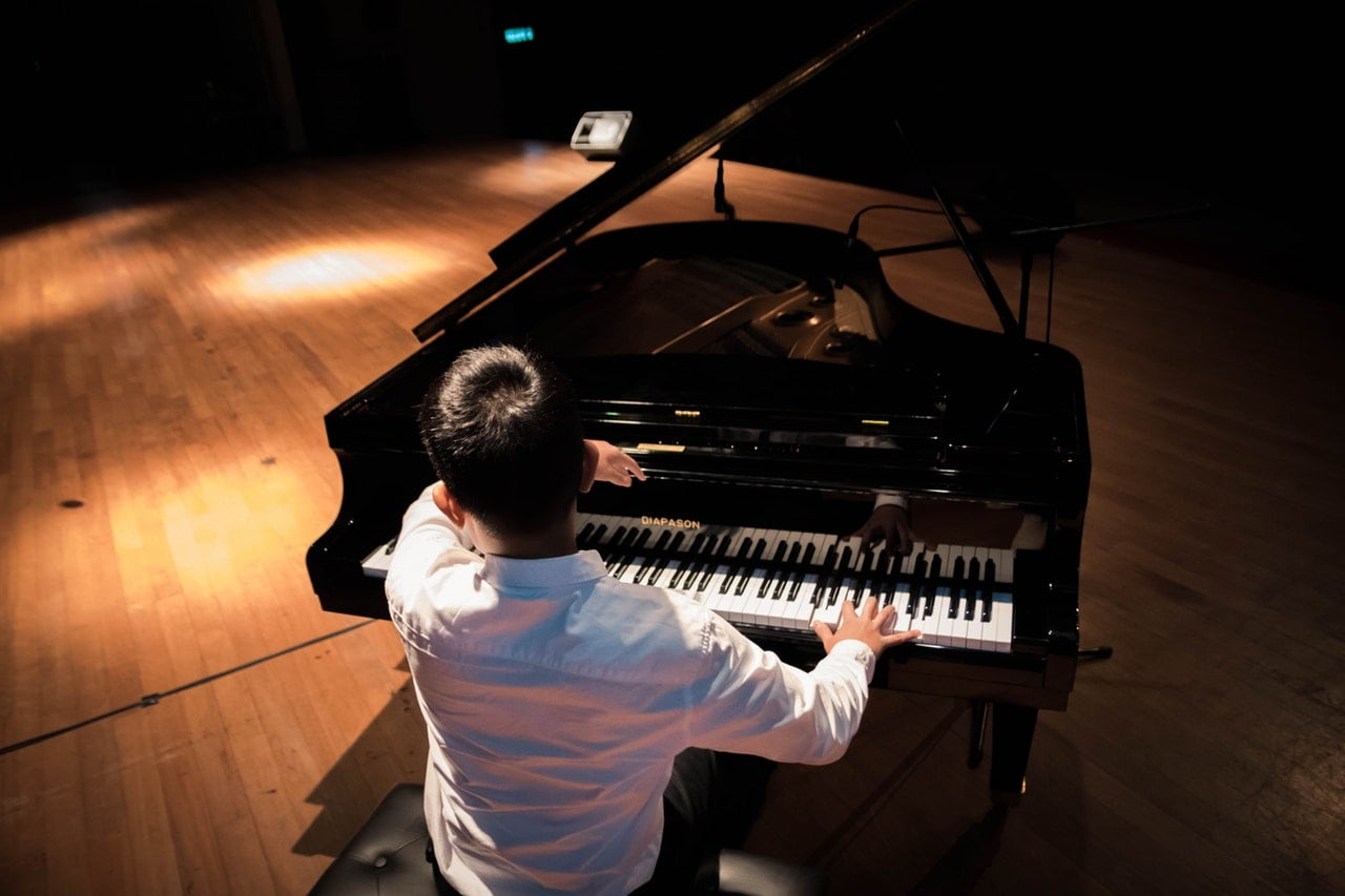 famous piano players who are male pop stars
